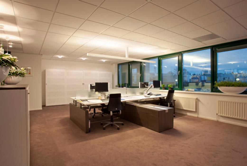 Kantoor ruimte. Moderne kantoorgebouwen van Lightarc lichtarchitektuur Modern