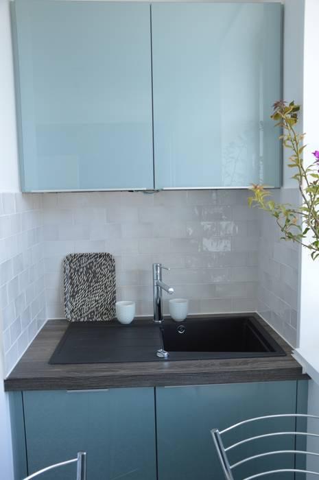 Cuisine bleu acier vintage carreaux de ciment: cuisine de style par ...