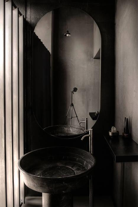 Baño: Edificios de Oficinas de estilo  por Studio Marco Villa Mateos