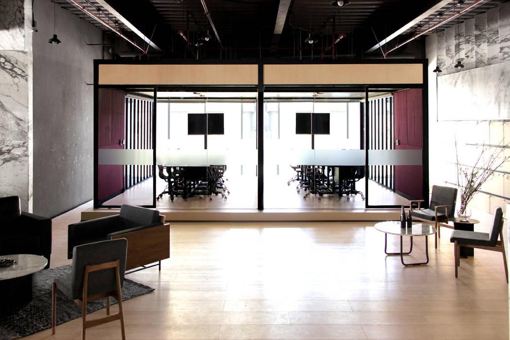 Pabellón de juntas Edificios de oficinas de estilo moderno de Studio Marco Villa Mateos Moderno