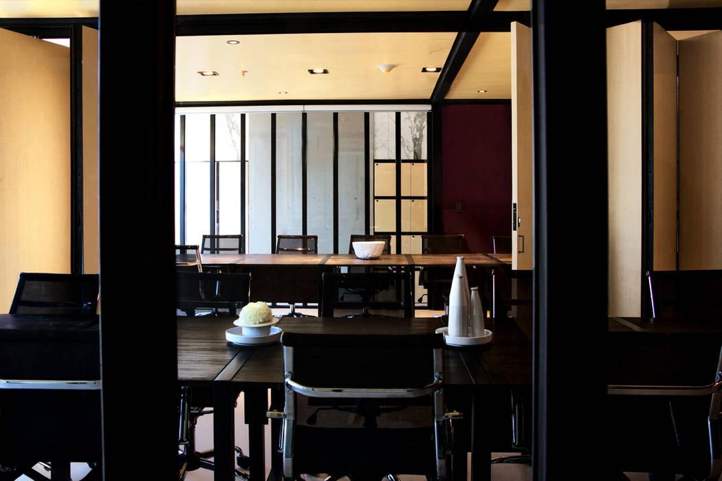 Interior Pabellón de juntas: Oficinas y tiendas de estilo  por Studio Marco Villa Mateos