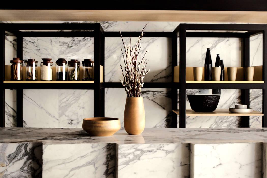 Cafetería: Oficinas y tiendas de estilo  por Studio Marco Villa Mateos