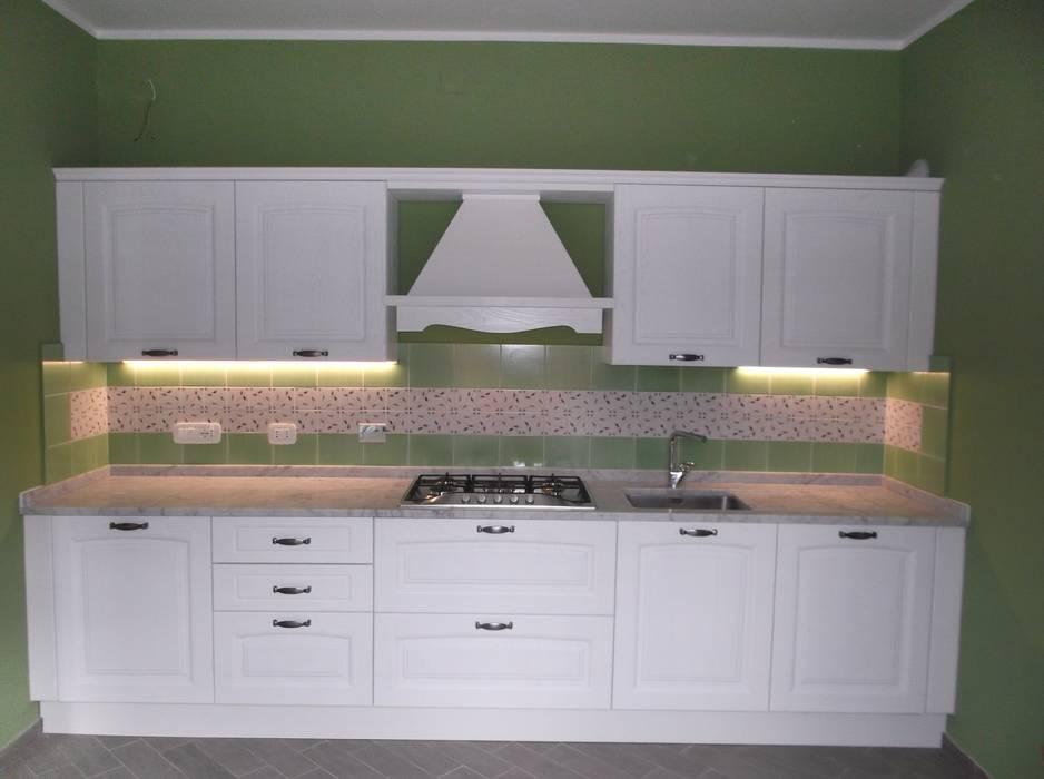 OLD STYLE KITCHEN : Cucina in stile in stile Classico di Idea d' Interni Arredamenti