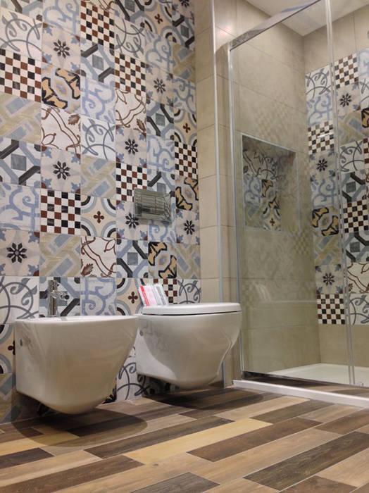 Salle de bain moderne par Studio GIOLA   Casorezzo MI Moderne