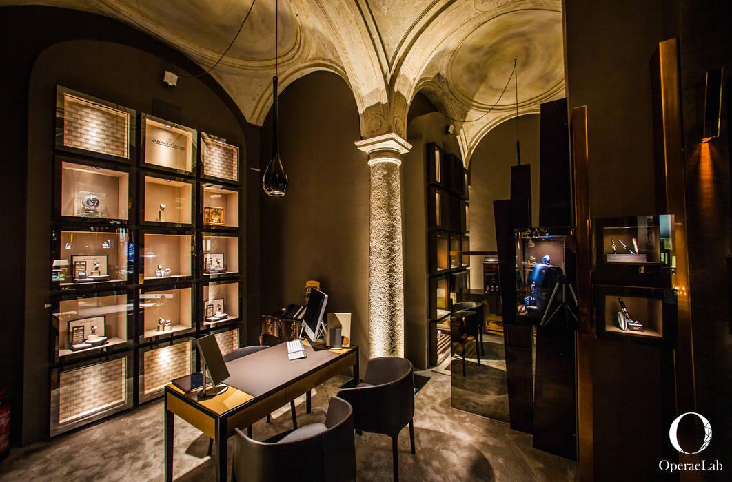 Salotto Jaeger-Le Coultre: Negozi & Locali commerciali in stile  di OperaeLab S.R.L.