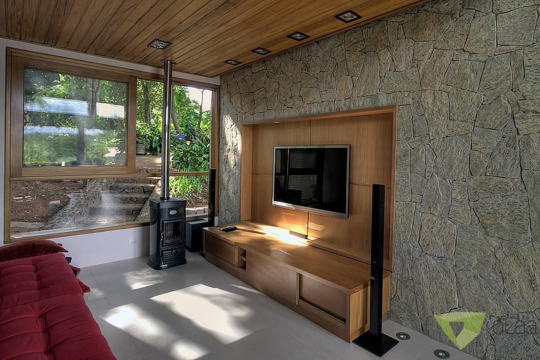 Casa de Campo Quinta do Lago - Tarauata: Salas multimídia  por Olaa Arquitetos