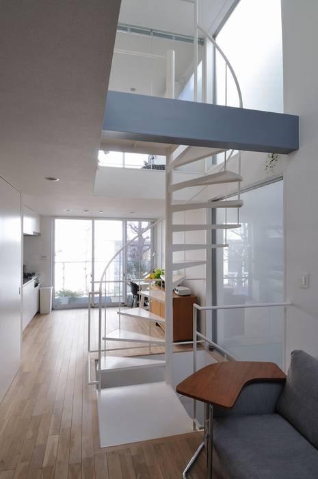 light-form モダンデザインの リビング の 岡村泰之建築設計事務所 モダン