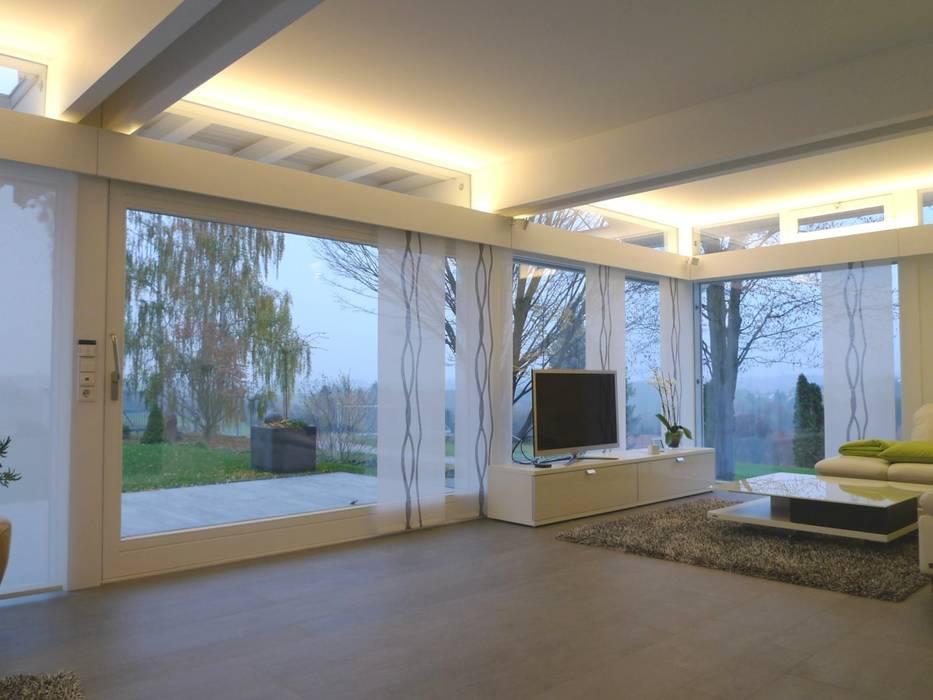 Villa Pirmasens Moderne Wohnzimmer von Bolz Licht und Wohnen 1946 Modern
