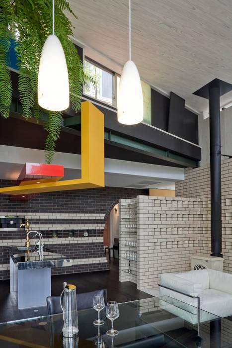 ハイサイドの窓を見る オリジナルデザインの ダイニング の 有限会社加々美明建築設計室 オリジナル