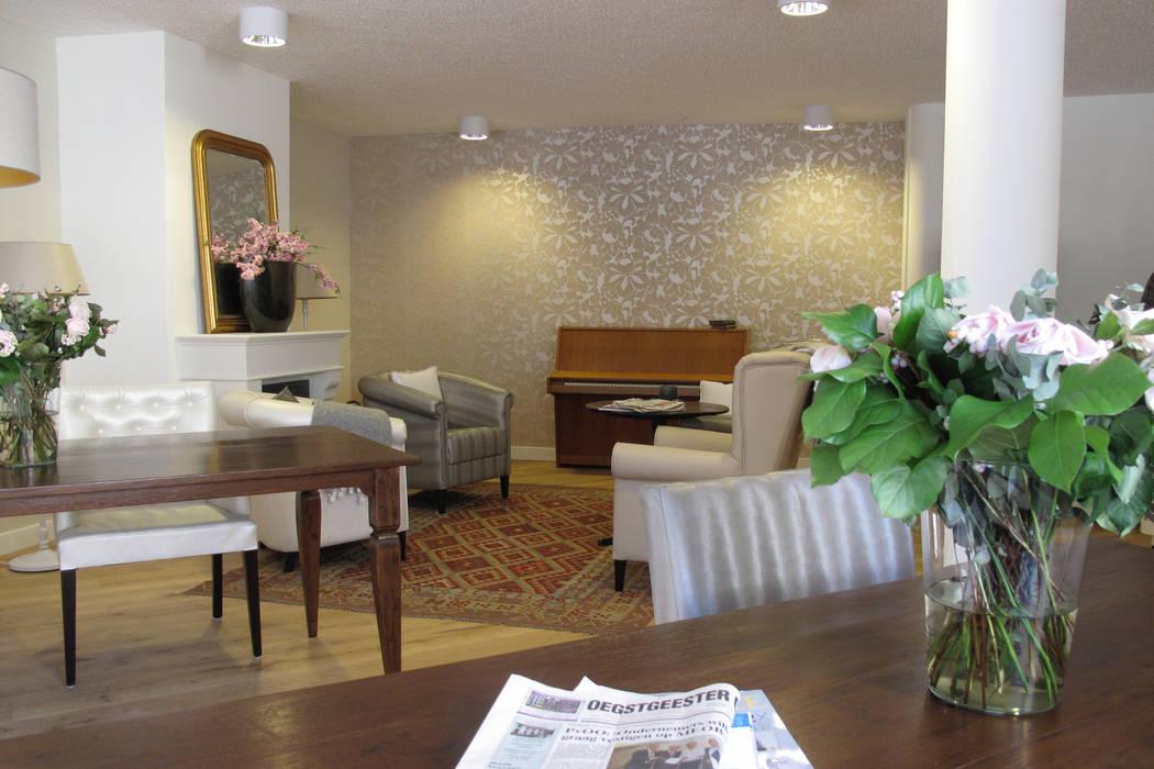 Eén van de gezamenlijke woonkamers:  Woonkamer door OX architecten