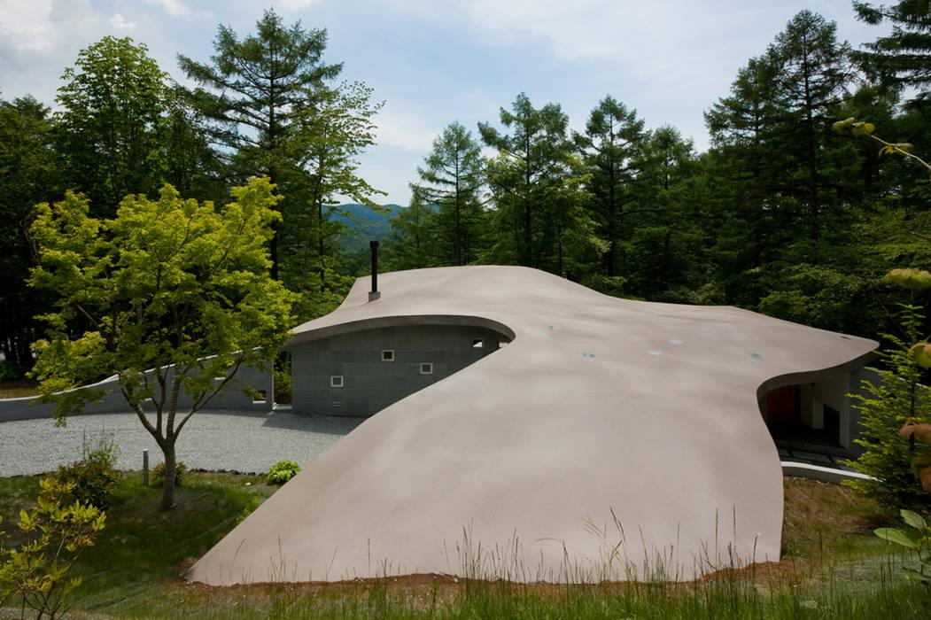 傾斜地に接地する屋根 の PODA オリジナル コンクリート