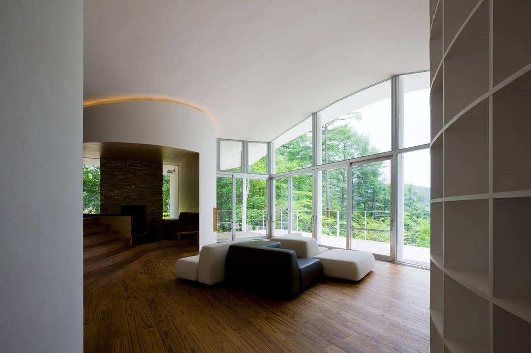 リビングからの眺望 モダンデザインの リビング の PODA モダン ガラス