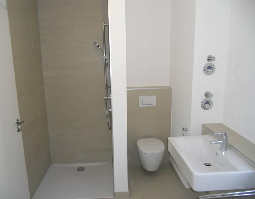 Badezimmer auf kleinstem raum: badezimmer von innenarchitektur-moll ...