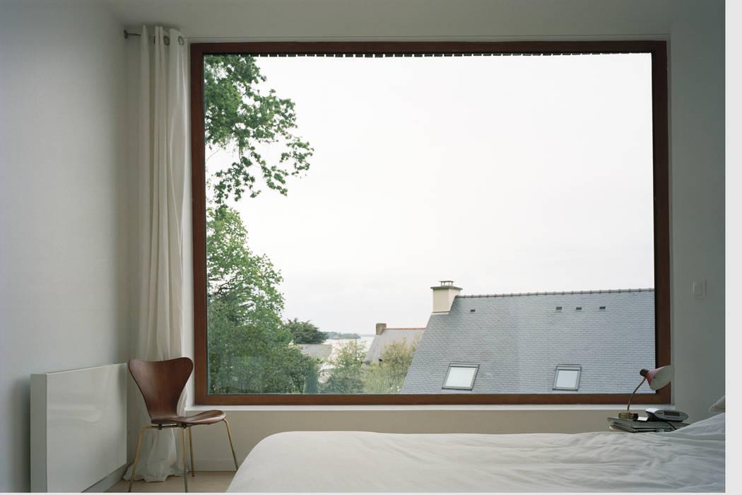 Minimalist bedroom by RAUM Minimalist