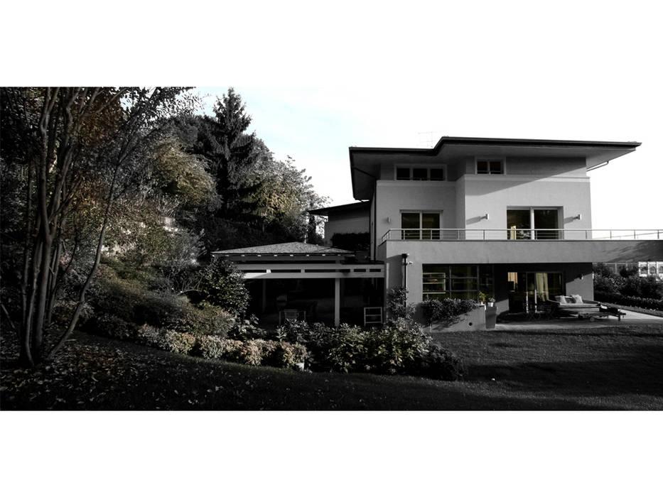 villa bifamiliare: Case in stile in stile Moderno di Studio Maggiore Architettura