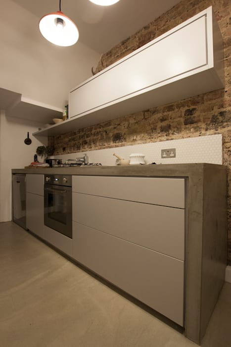 Victoria Park, E9:  Kitchen by Tendeter,