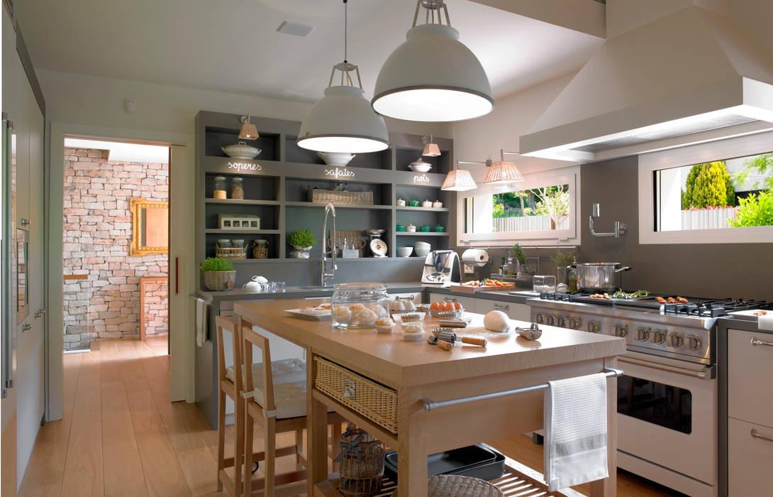 Cocina con isla Cocinas de estilo moderno de homify Moderno