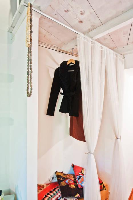 现代客厅設計點子、靈感 & 圖片 根據 RCFZERO 現代風