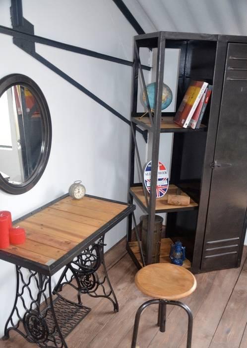 Zoom sur le showroom Hewel mobilier Chambre industrielle par Hewel mobilier Industriel