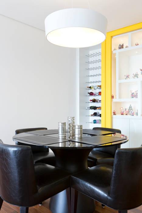 Adega ArkDek Salas de jantar ecléticas
