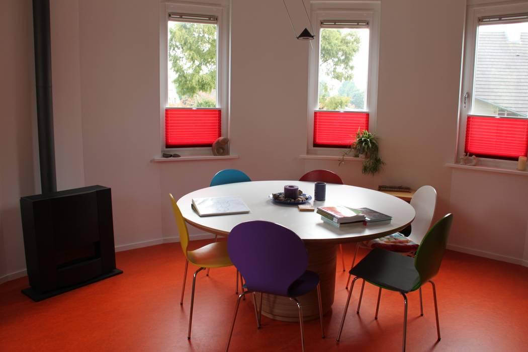 woonhuis met ronde woonkamer en ronde optopping:  Huizen door mickers architectuur