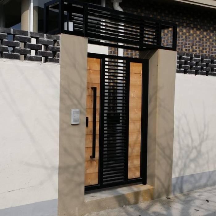 Puertas y ventanas de estilo minimalista de 해밀건축사사무소 Minimalista