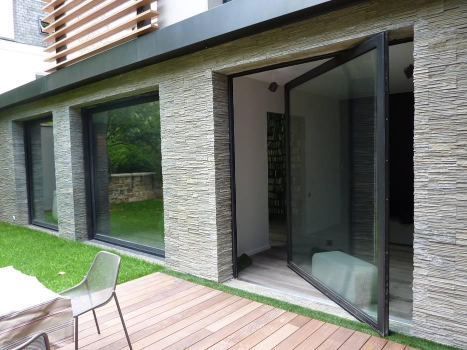 larges chassis pivotants Maisons modernes par L+R architecture Moderne