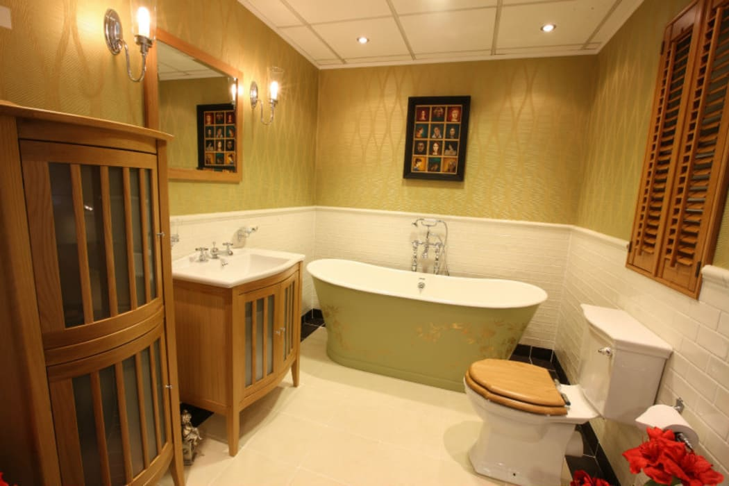 Painted Bath - Perth:  Bathroom by Carte Blanche Decorative Painters,