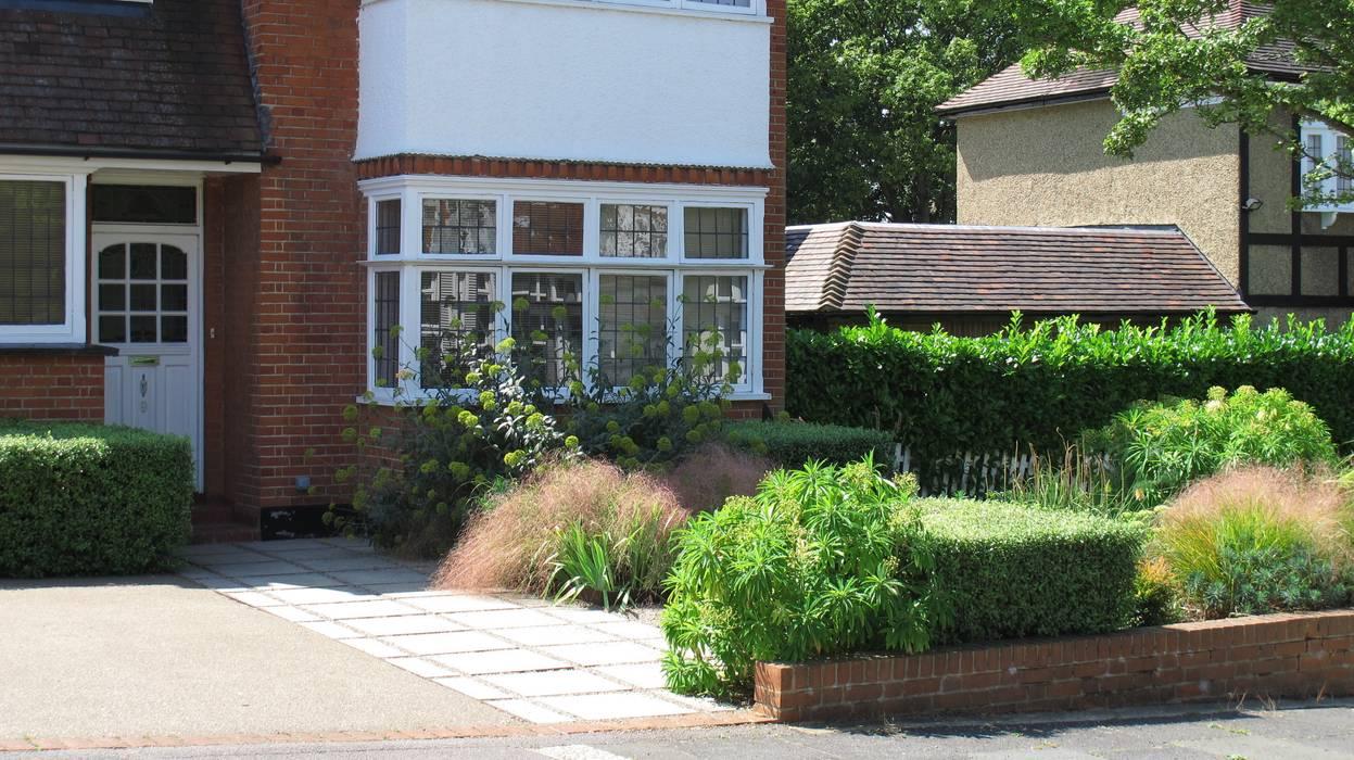 Front Garden Path:  Garden by Fenton Roberts Garden Design, Modern