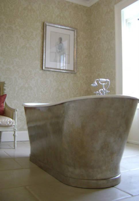 Gilded Bath Tub - Dunkeld:  Bathroom by Carte Blanche Decorative Painters,