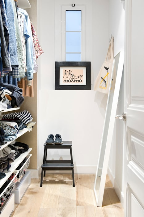 Scandinavian style dressing room by Egue y Seta Scandinavian