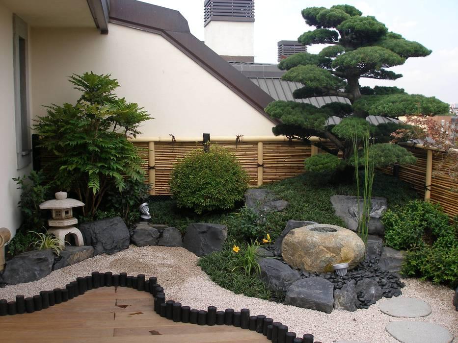 angolo di Giappone: Terrazza in stile  di Midori srl