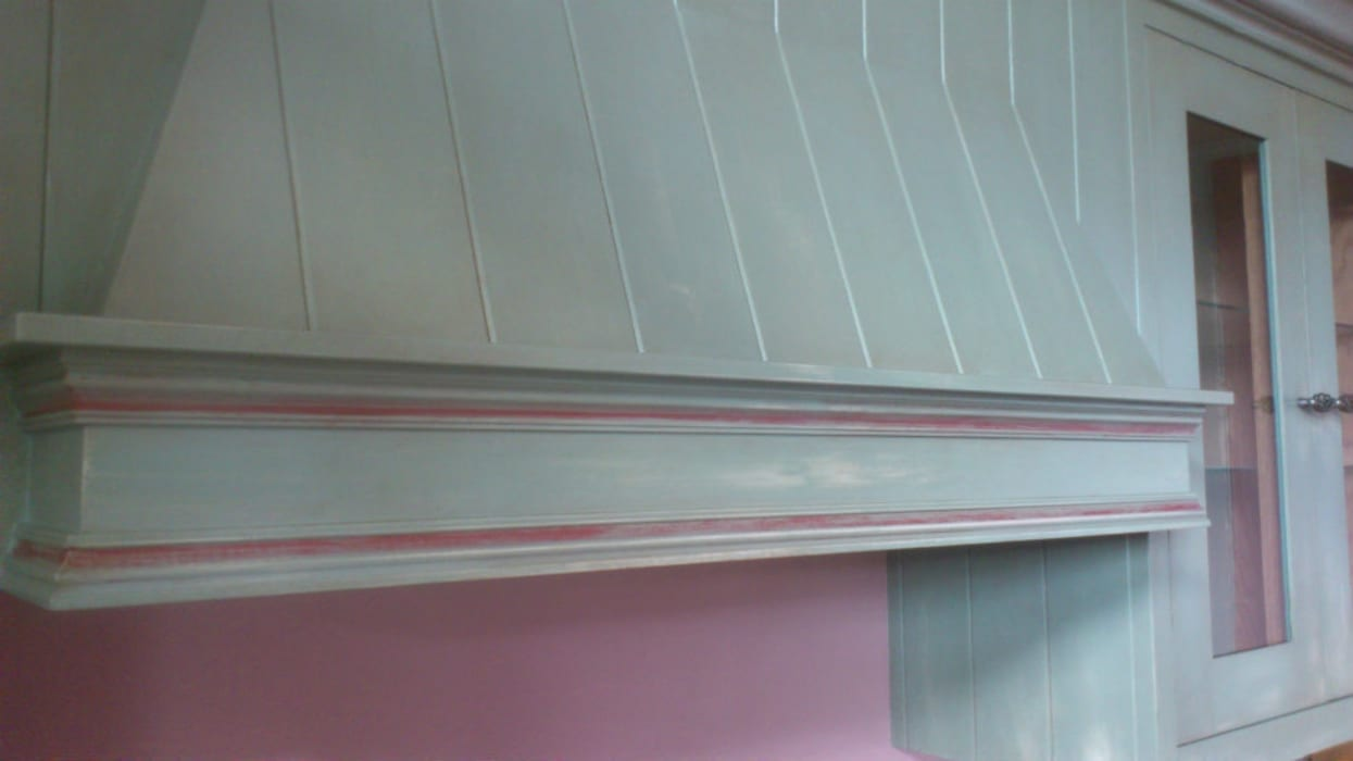 Hand Painted Distressed Kitchen - Stirlingshire Country style kitchen by Carte Blanche Decorative Painters Country