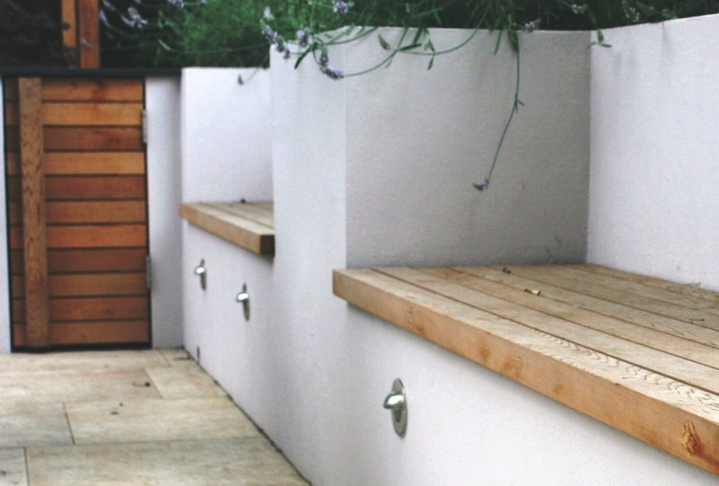 Built in seating by Rae Wilkinson:  Garden by Rae Wilkinson Design Ltd,