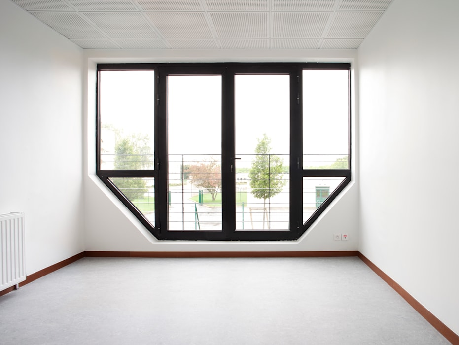 Nouvelle baie vitrée acier à l'emplacement des loggias: Bureaux de style  par Hélène Reinhard / Atelier CAIROS architectes et paysagistes associés