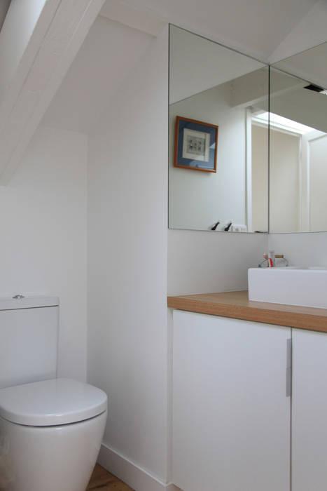 Petite salle d'eau d'appoint Salle de bain minimaliste par BuroBonus Minimaliste