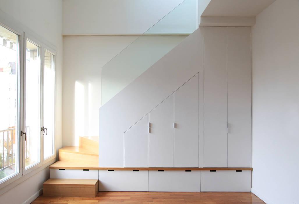 Création d'un escalier Couloir, entrée, escaliers minimalistes par BuroBonus Minimaliste