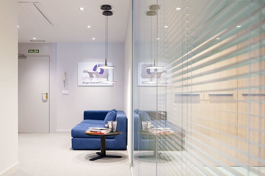 Rehabilitación de oficinas en Bilbao.: Estudios y despachos de estilo  de URBANA 15