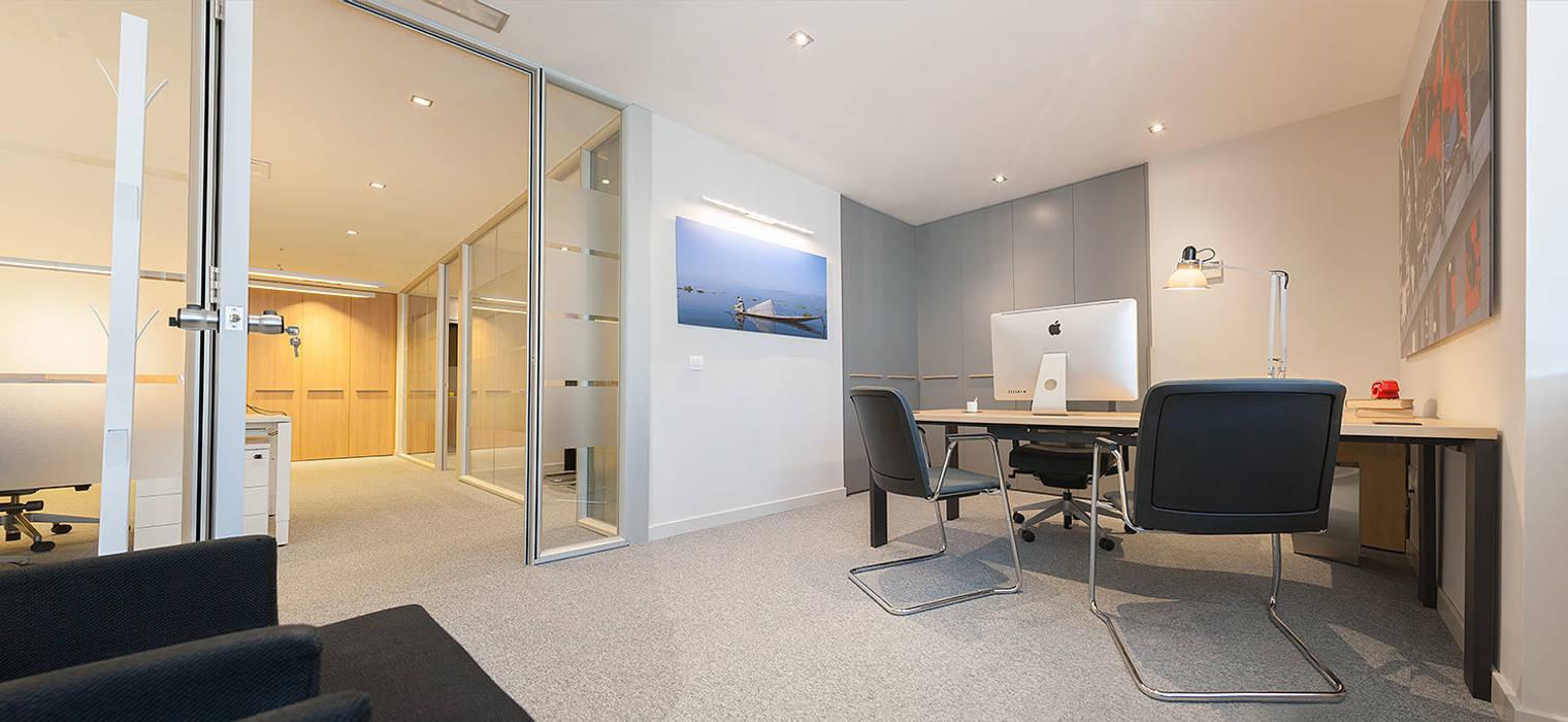 Rehabilitación de oficinas en Bilbao. Urbana Interiorismo Estudios y despachos de estilo moderno