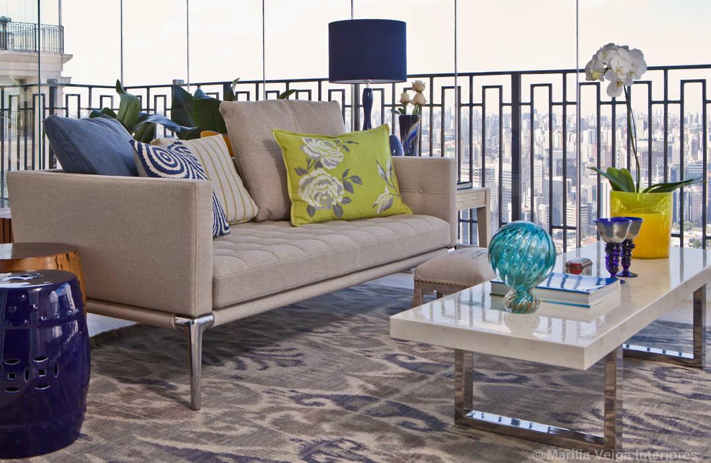 Balkon, Beranda & Teras Modern Oleh Marilia Veiga Interiores Modern