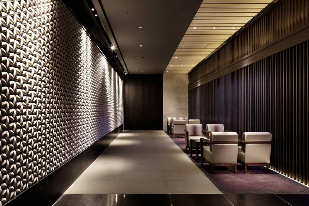 Corridor モダンなホテル の WORKTECHT CORPORATION モダン