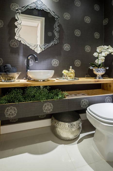 Bathroom by GREISSE PANAZZOLO ARQUITETURA