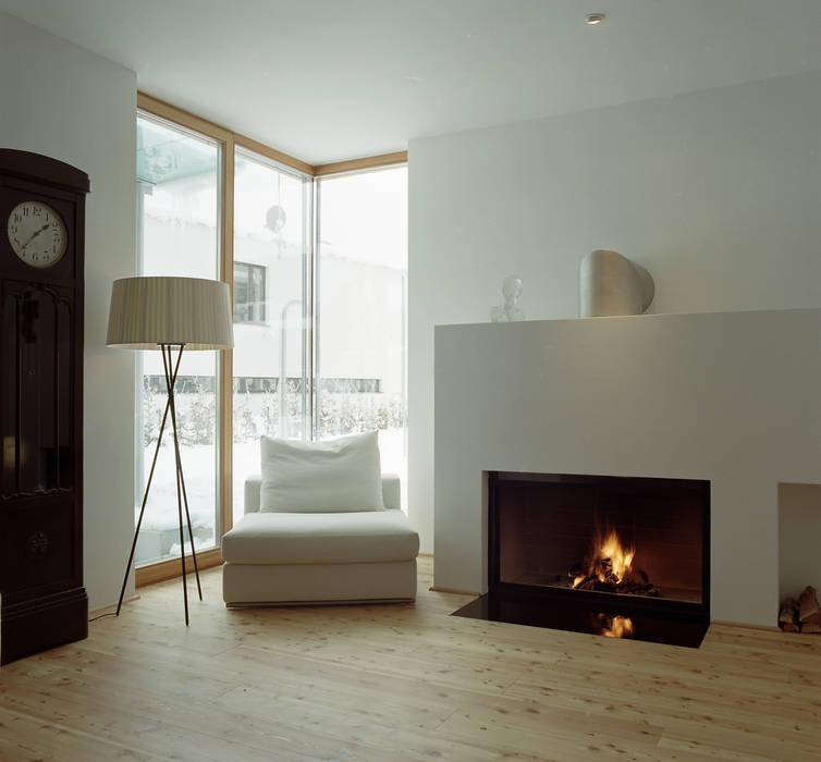 EFH Moderne Wohnzimmer von architekturbühne Modern