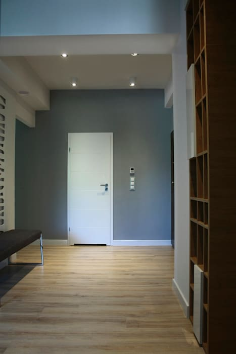 Wykonawstwo apartamentu : styl , w kategorii Korytarz, przedpokój zaprojektowany przez Vizu & Elektronag