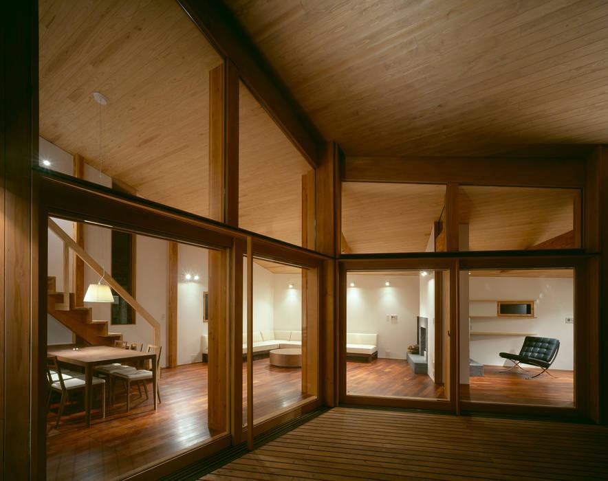 Villa Boomerang Balcones y terrazas modernos de 森吉直剛アトリエ/MORIYOSHI NAOTAKE ATELIER ARCHITECTS Moderno