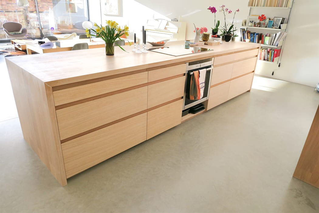 Appalachian Oak Minimalist kitchen by NAKED Kitchens Minimalist