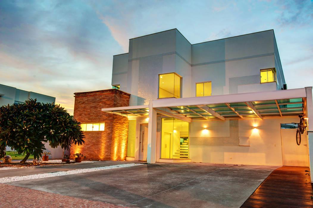 Casas estilo moderno: ideas, arquitectura e imágenes de Renato Lincoln - Studio de Arquitetura Moderno