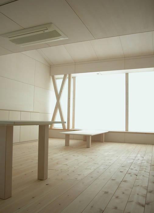K&K-HOUSE リビングダイニング ミニマルデザインの リビング の M4建築設計室 ミニマル
