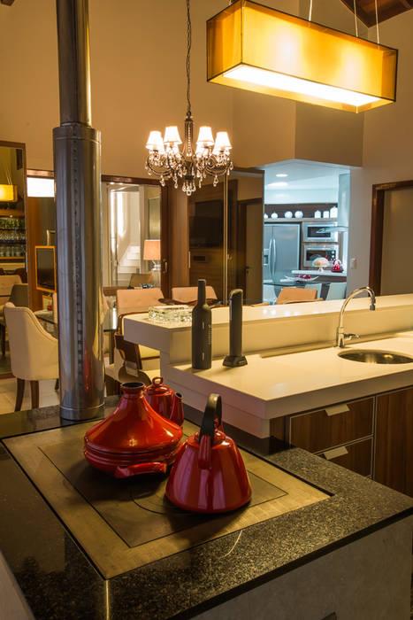 ÀREA SOCIAL Salas de jantar ecléticas por Élcio Bianchini Projetos Eclético