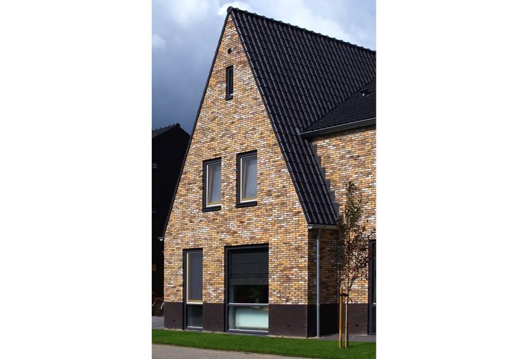 Gezinshuis De Glind:  Huizen door Archivice Architektenburo , Modern